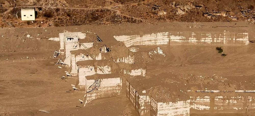 Hindistan'da nehre düşen buz kütlesi sele neden oldu: 170 kayıp, 14 ölü - 11