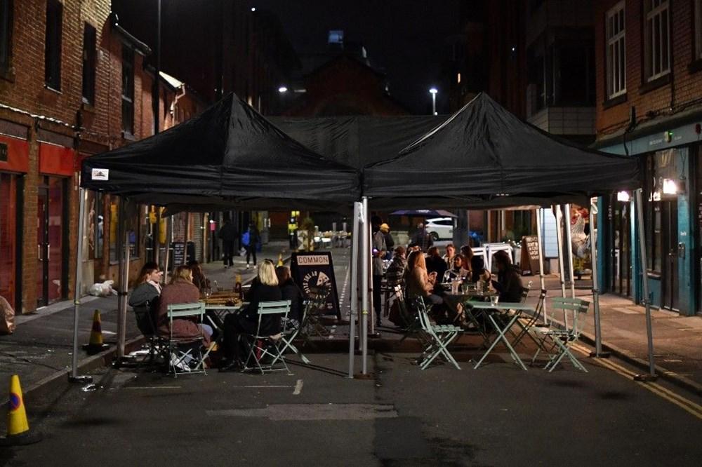 Manchester'da karantina öncesi sokaklar doldu - 2