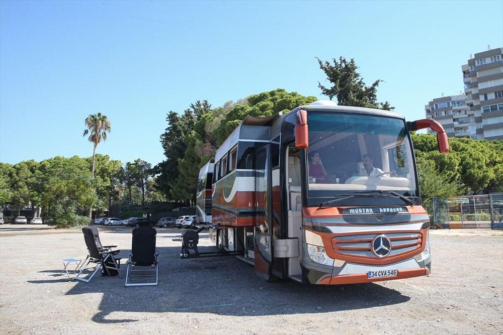 Gezme tutkusuyla hayallerinin peşinden gitti: Otobüsü lüks karavana dönüştürdü - 5