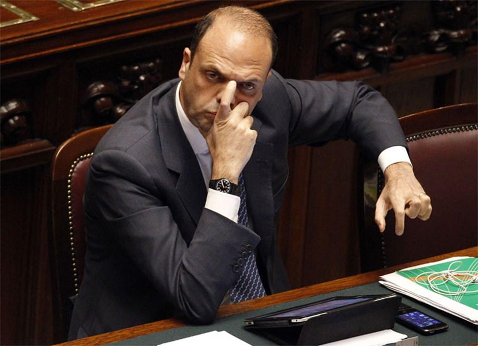 Berlusconi, Adalet Bakanı Angelo Alfano'yu veliahtı olarak gösterdi.