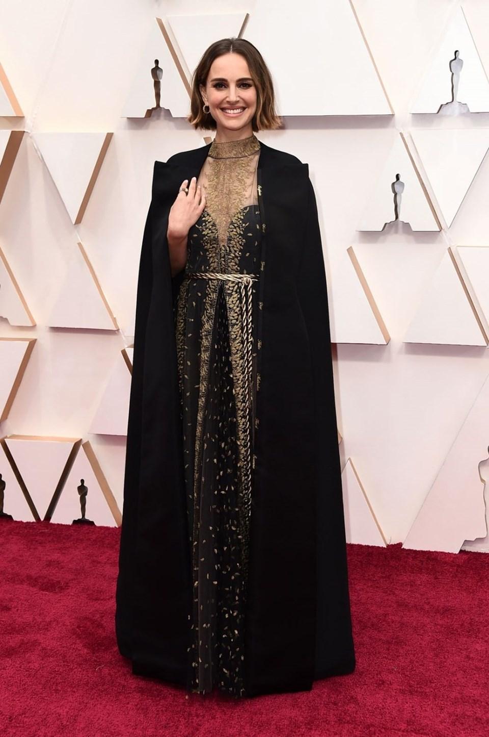 Natalie Portman kadın yönetmenlerin adlarının yazılı olduğu ceketiyle kırmızı halıya damga vurdu