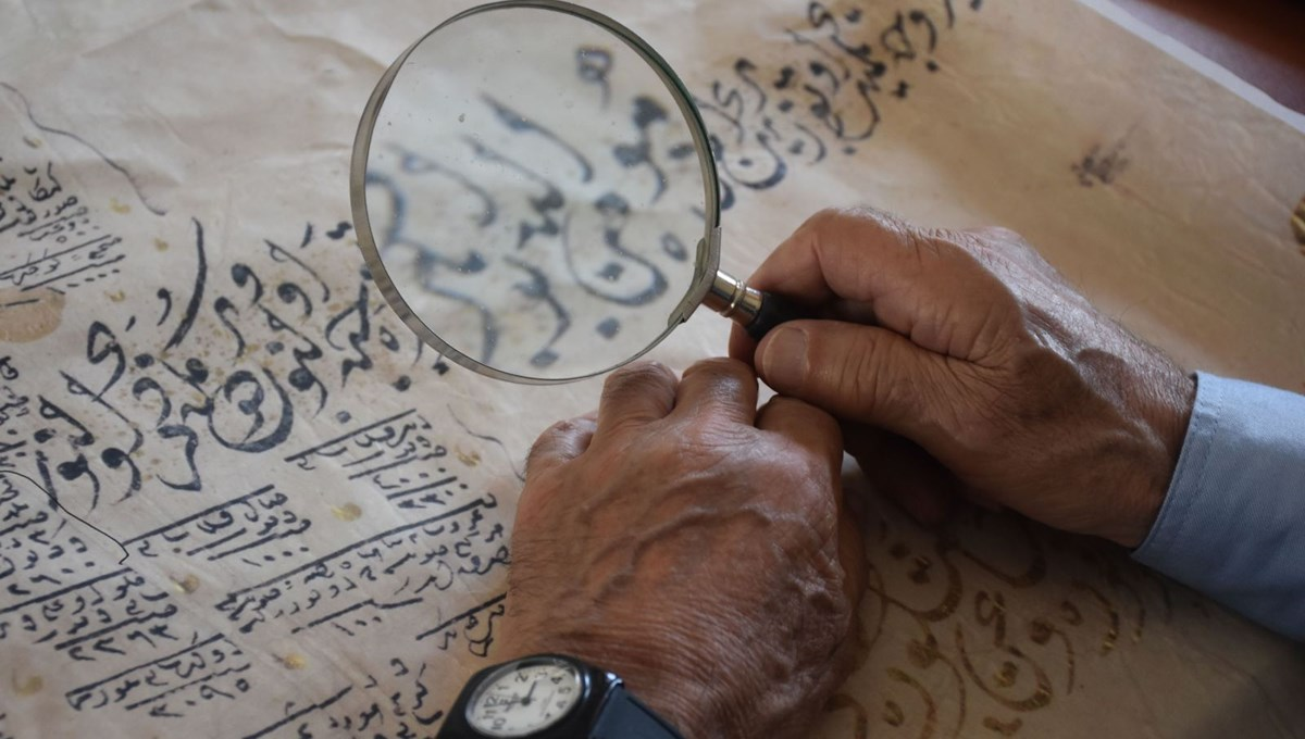 Osmanlıca yazılı tapu ve senetler ondan soruluyor