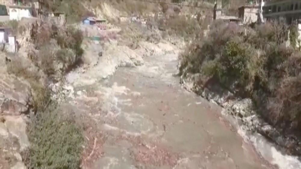 Hindistan'da nehre düşen buz kütlesi sele neden oldu: 170 kayıp, 14 ölü - 1