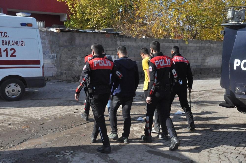 Diyarbakır'da kısıtlama gününde ortalık savaş alanına döndü: 20 yaralı - 4