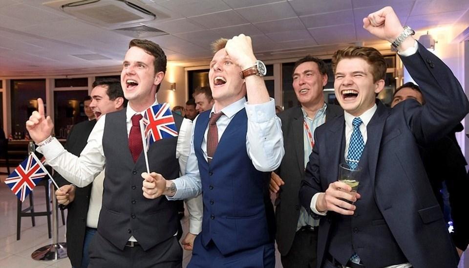 Brexit kararı, İngiltere'de yaşayan 3,2 milyon AB vatandaşının yanı sıra AB'de bulunan 1 milyon İngiliz vatandaşının hakları konusunda da belirsizlik ortaya çıkardı.