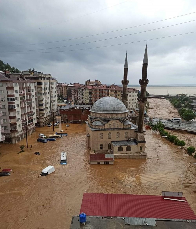 Şiddetli yağış Rize'yi de vurdu: 2 can kaybı - 33