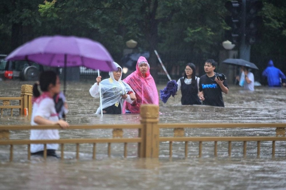 Çin'de 'bin yılın en şiddetli yağmuru' sele neden oldu: 16 can kaybı - 8
