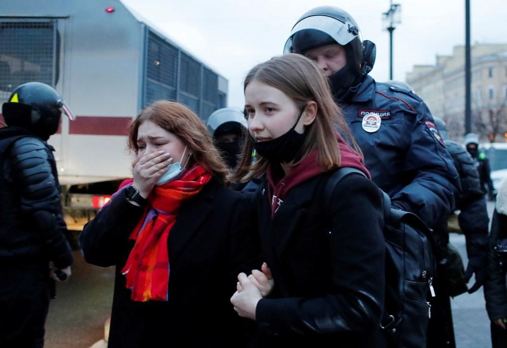 Rusya'da Navalni protestolarında gözaltı sayısı bin 400'ü aştı - 16