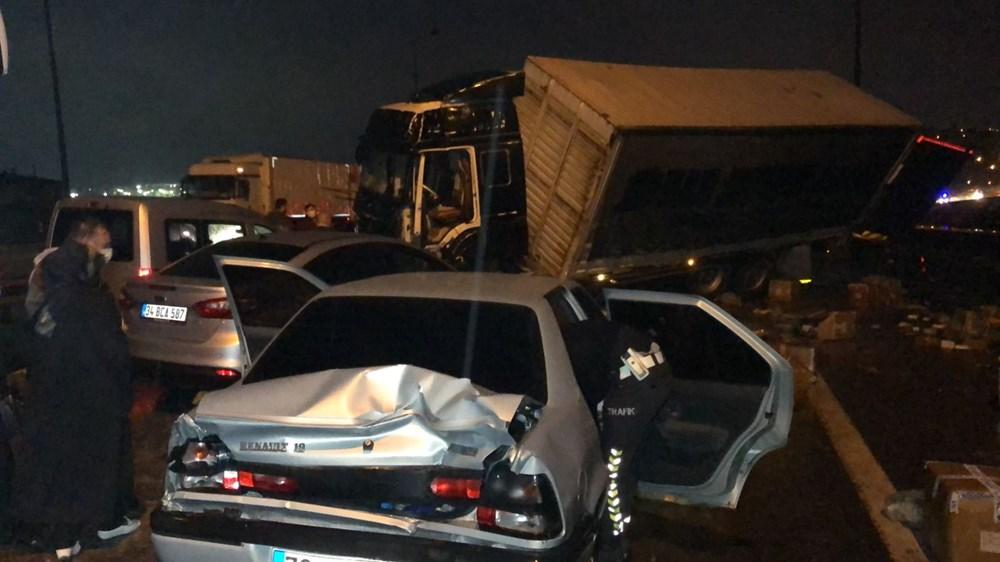TEM'de zincirleme kazada 20'den fazla araç birbirine girdi: 15 yaralı - 4