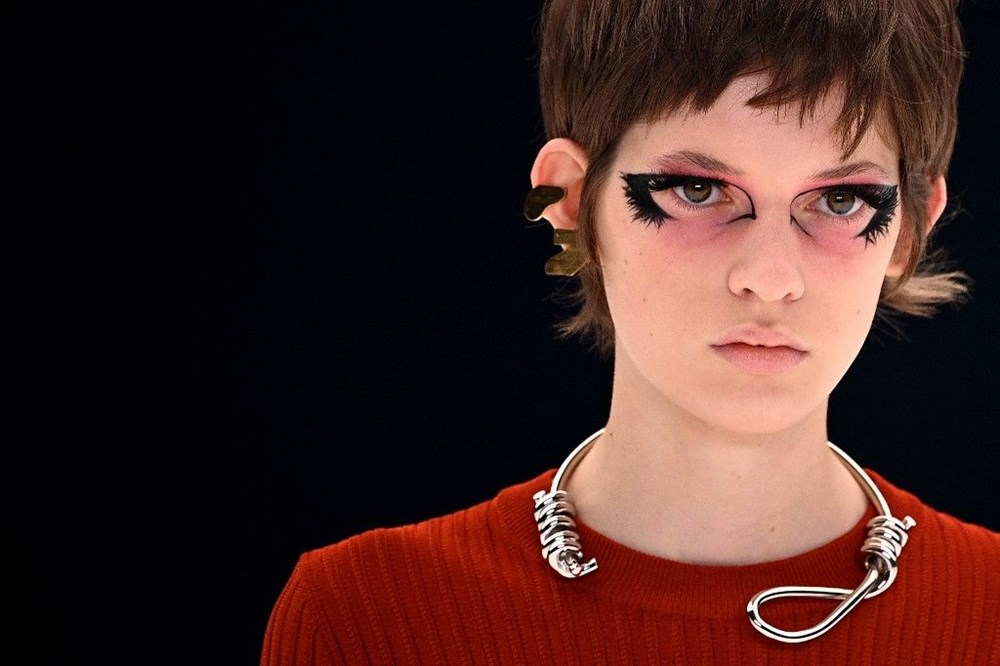 Givenchy'nin kolyesi tartışmaya neden oldu - 3
