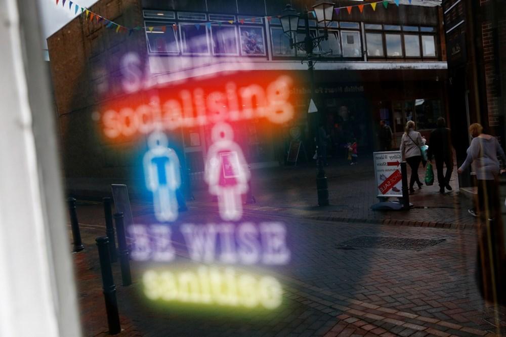 İngiltere sosyal mesafesiz bir şekilde yeniden açıldı: Halk sokaklara akın etti - 6