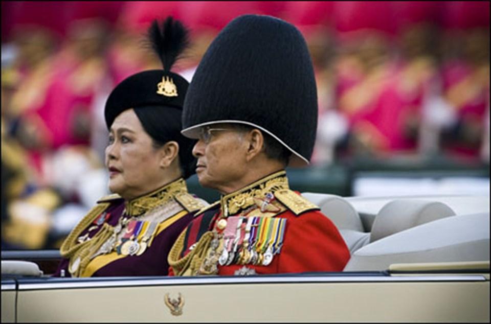 Tayland kralı ve kraliçesi