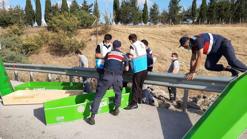 Balıkesir'de yolcu otobüsü devrildi: 15 kişi hayatını kaybetti - 12