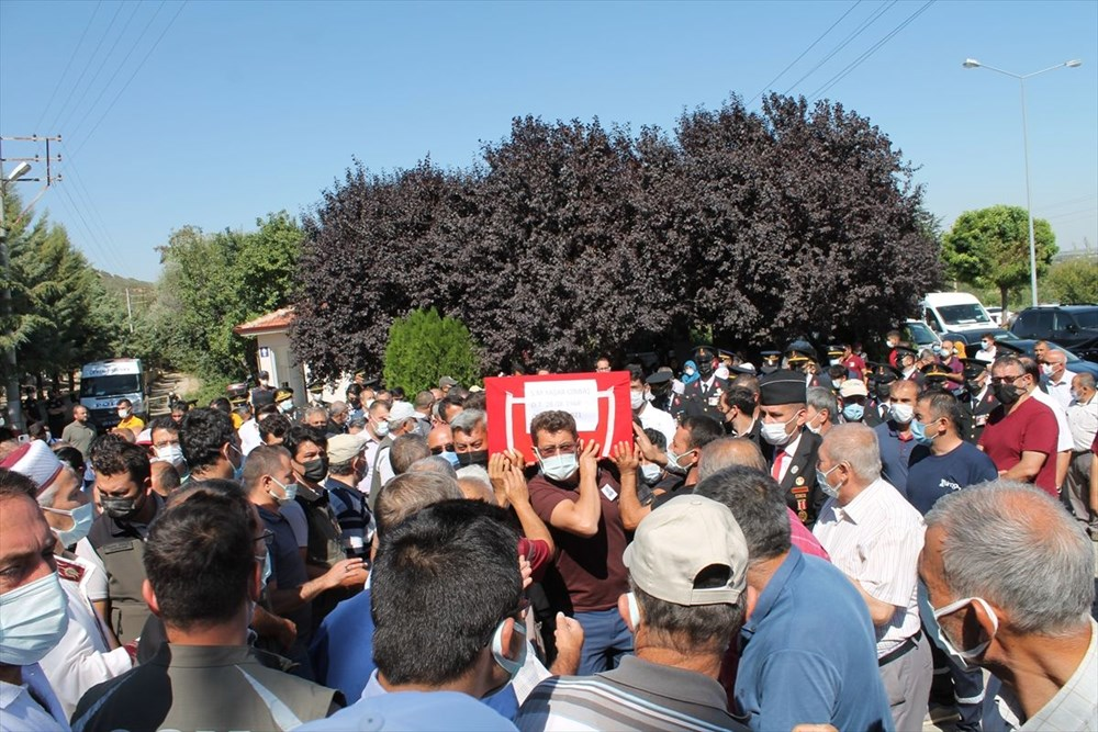 Manavgat'taki yangında ölen orman işçisi babasını cübbesiyle uğurladı - 9