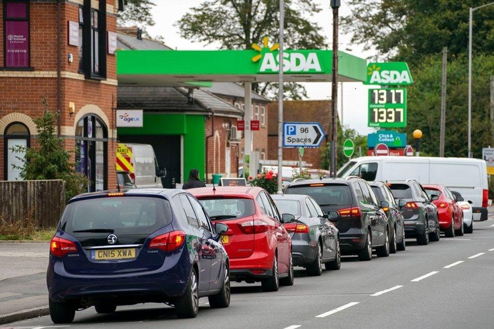 İngiltere'de yakıt krizi giderek büyüyor - 2
