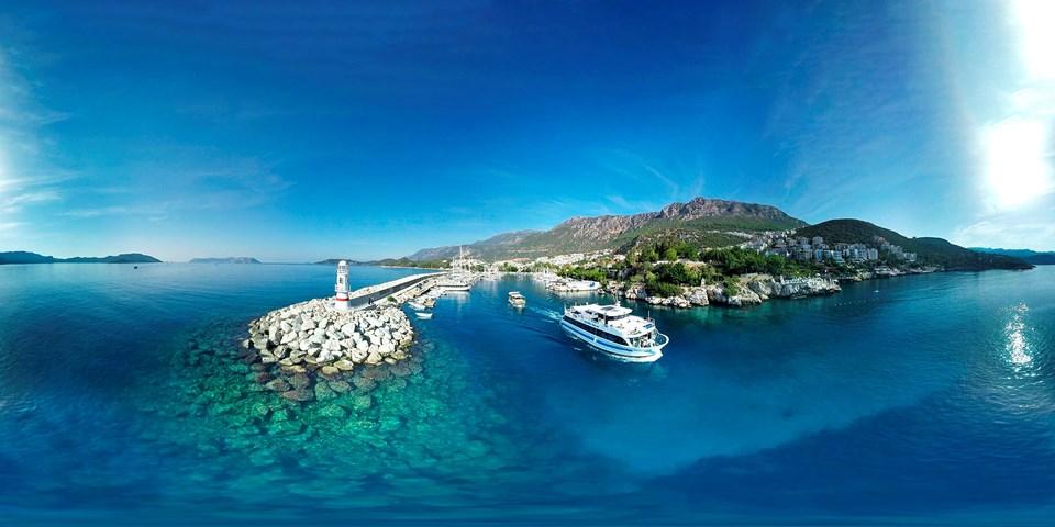 Antalya'nın turizm gözdesi Kaş'tan da Meis Adası'na seferler yapılıyordu.