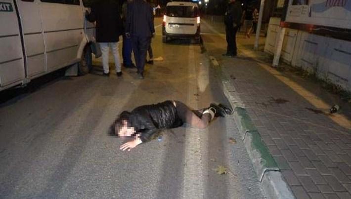 Bursa'da darp ettiği kadını seyir halindeki araçtan yola attı