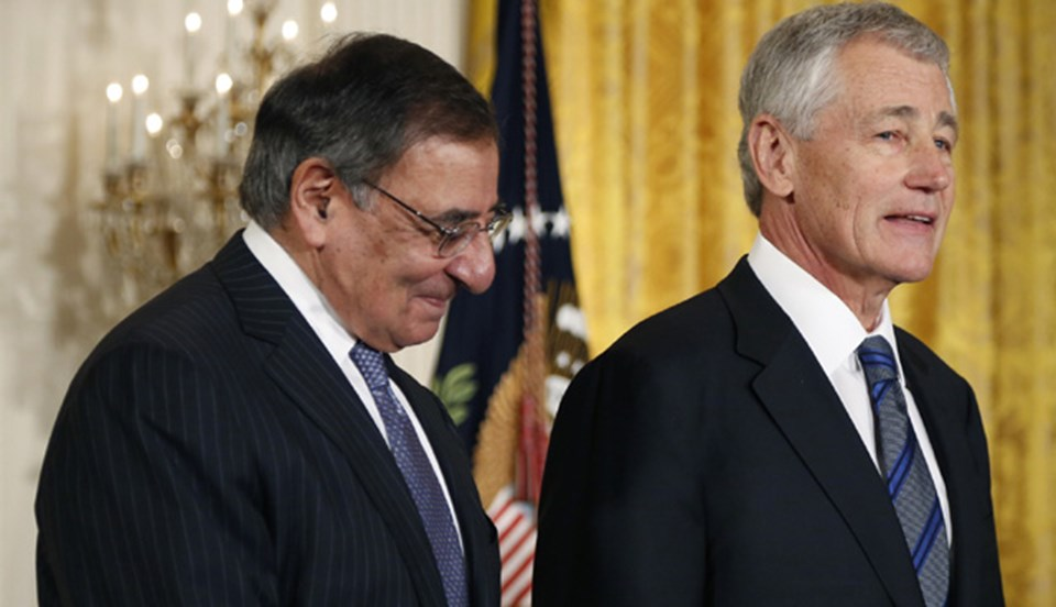 """Leon Panetta'nın koltuğuna oturacak Chuck Hagel'i Obama, """"ABD ordusunun ihtiyaç duyduğu bir lider"""" olarak tanımladı."""