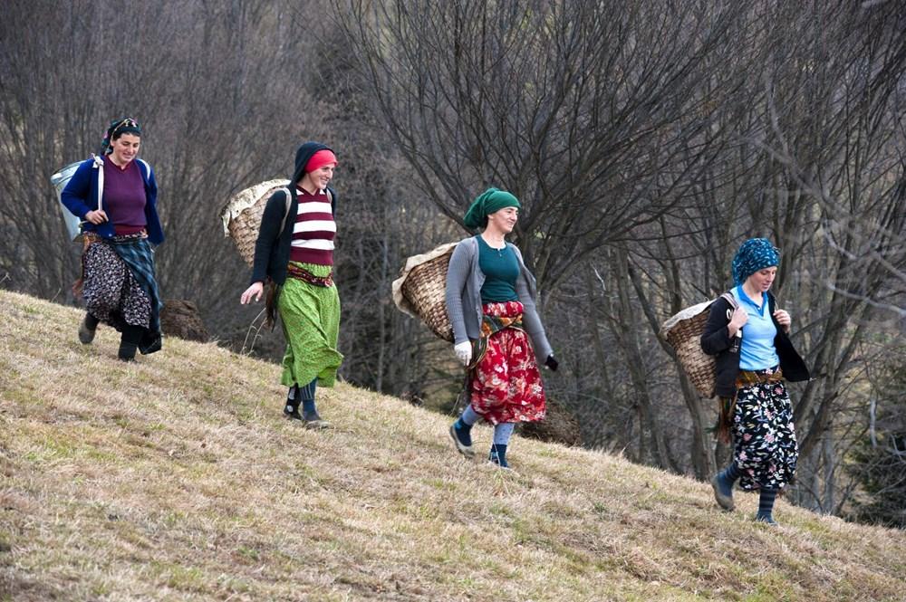 Karadeniz'in çalışkan kadınları: Köy toplansa evde tutamaz - 13