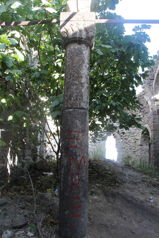 Defineciler tarihi kiliseyi talan etti - 8