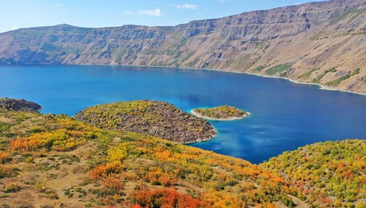 'Yeryüzü cenneti' Nemrut Krater Gölü sonbahar renklerine büründü