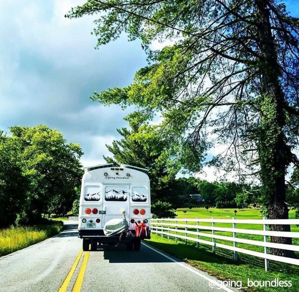 22 yıllık okul otobüsünü 1.5 yıllık çalışmayla harika bir eve dönüştürdüler - 21