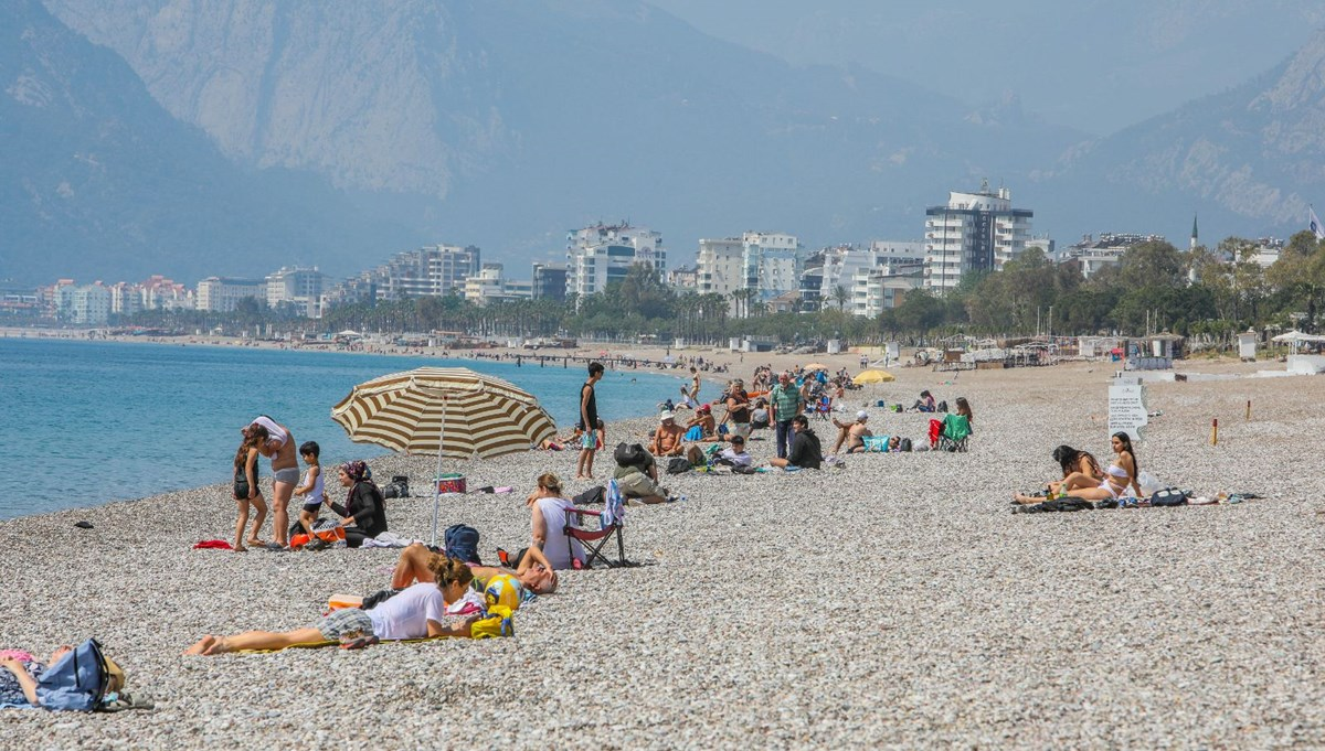 The air temperature in Antalya has reached 24 degrees!  The beaches overflowed