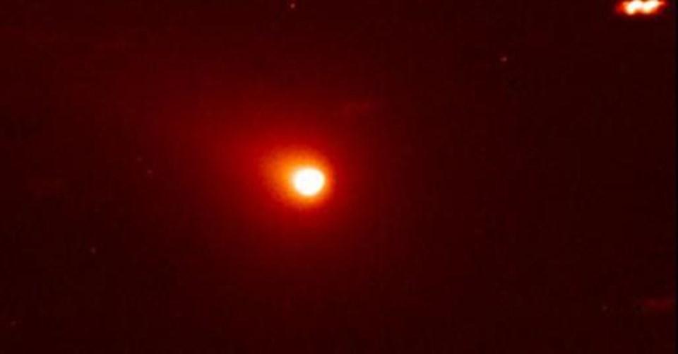 20 Ekim 2010'da Dünya'dan 17.5 milyon km öteden geçen Hartley 2 kuyruklu yıldızı.