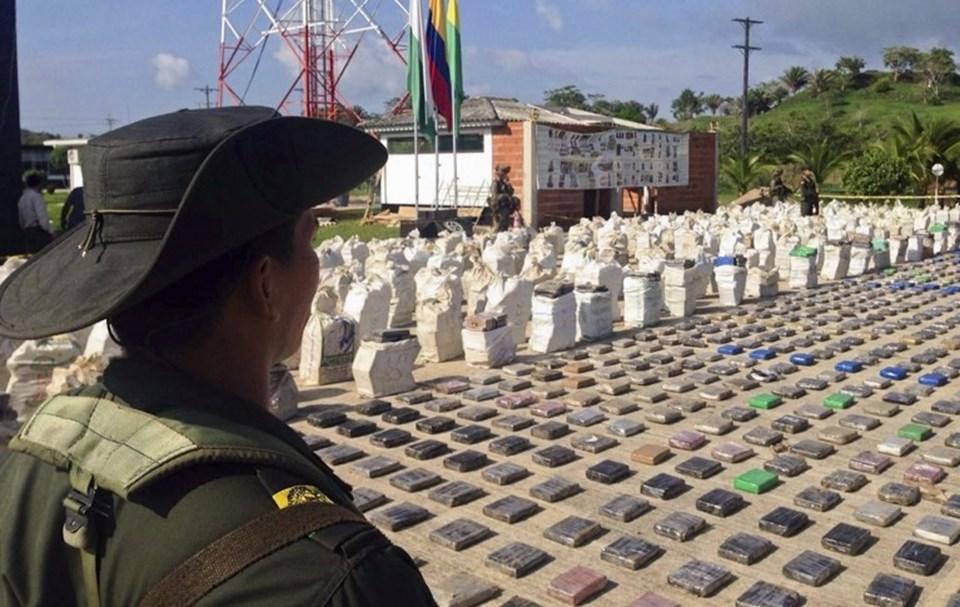 Kolombiya'da piyasa değeri 250 milyon dolar olan 8 ton kokain ele geçirildi.