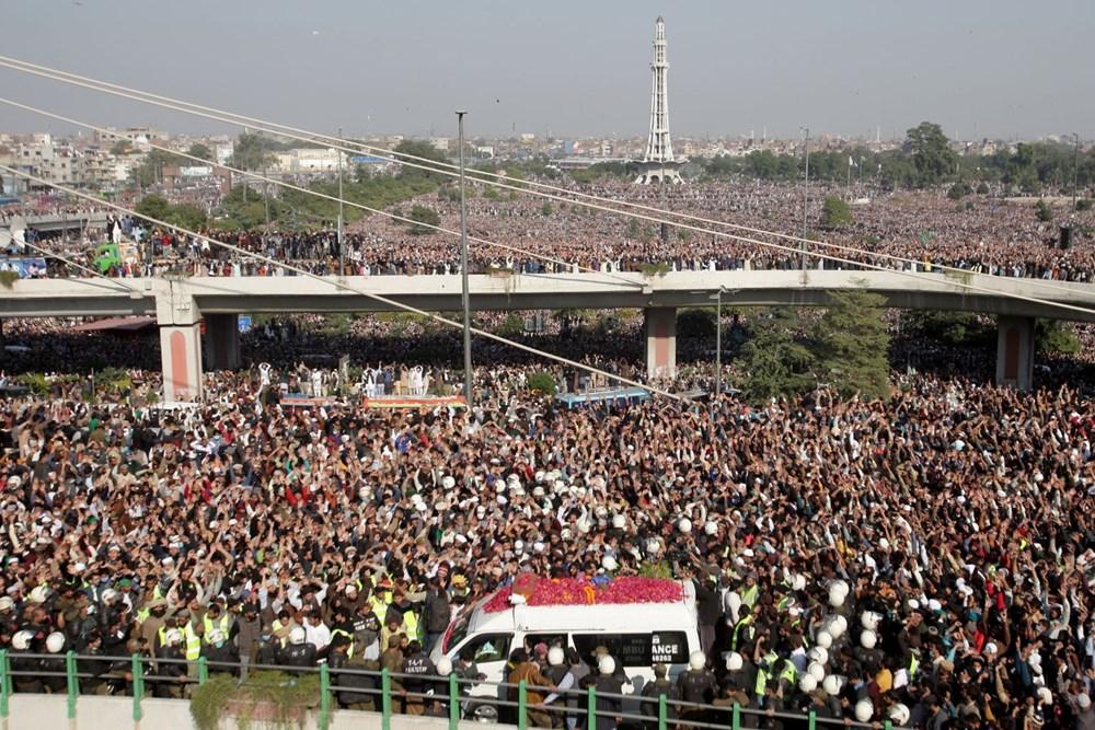 Pakistan'da on binler cenazeye katıldı - 7