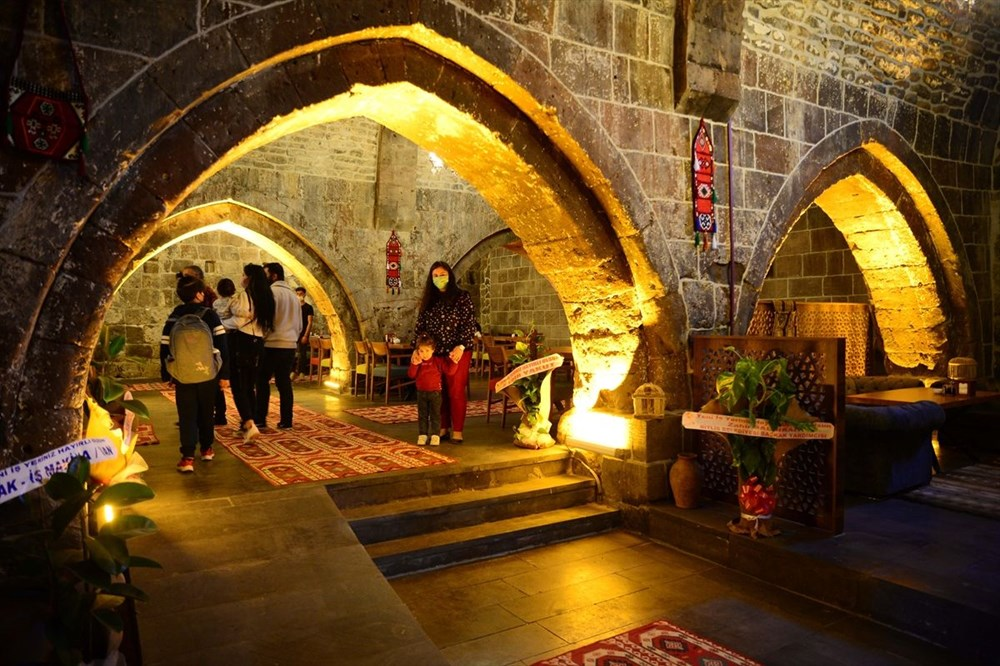 Bitlis'te 5 asırlık han ziyaretçilerini zamanda yolculuğa çıkarıyor - 7