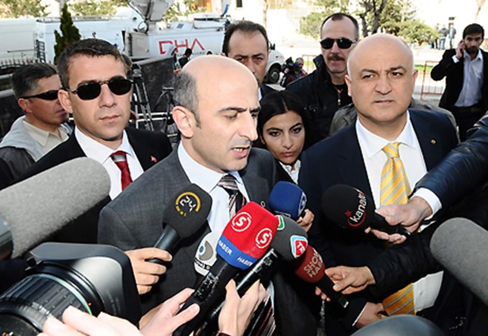 Eski YARSAV Başkanı Ömer Faruk Eminağaoğlu gazetecilere açıklama yaptı.