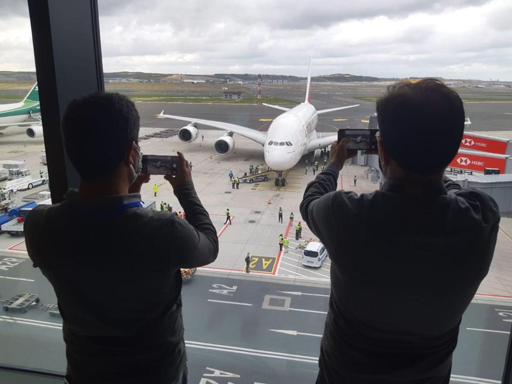 Dünyanın en büyük uçağı İstanbul'a ilk yolcularını taşıdı - 4