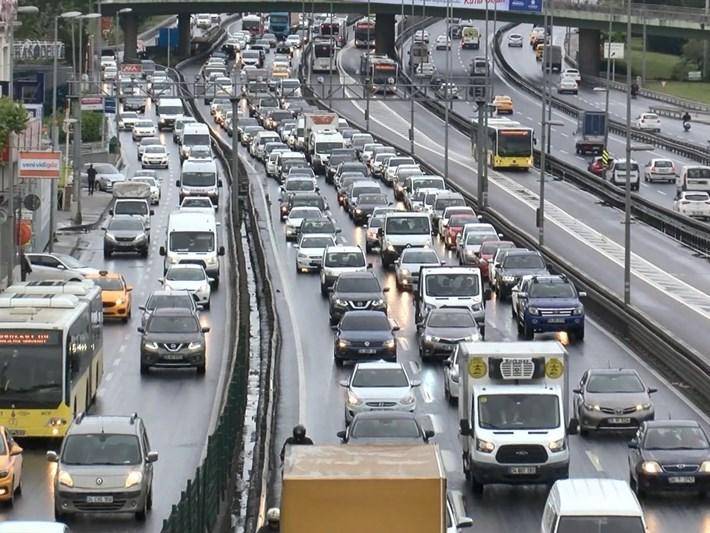 İstanbul'da trafik yoğunluğu yüzde 50'yi aştı