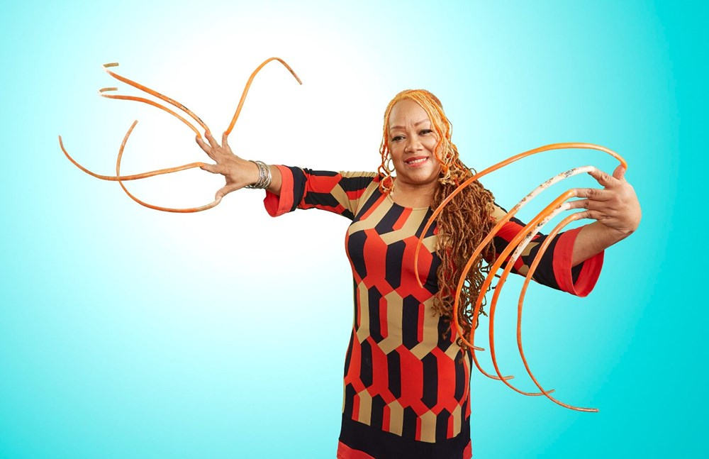 7 meters 33 centimeters: The person with the longest nails in the world cut their nails after 30 years - 14