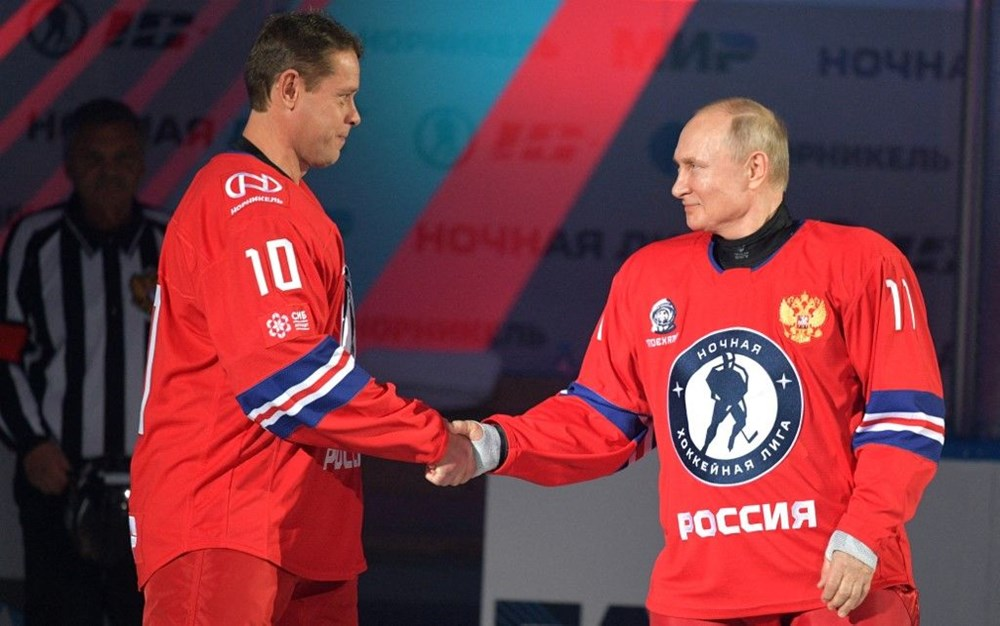Putin'in renkli anları: Buz Hokeyi Gece Ligi'nin gala maçında sahada - 2