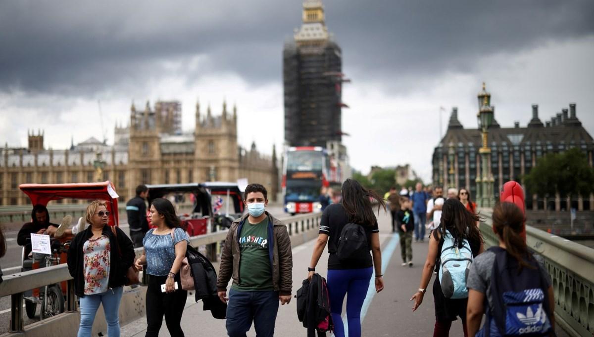 Günlük vaka sayısının 50 bini geçtiği İngiltere'de kısıtlamalar kaldırıldı