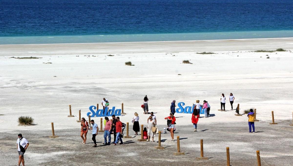 Normalleşme süreciyle Salda Gölü'nde ziyaretçi yoğunluğu
