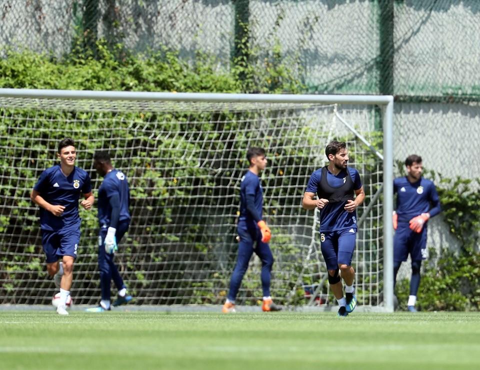 Sarı-lacivertlilerin yeni transferi İslam Slimani takımla ilk antrenmanına çıktı