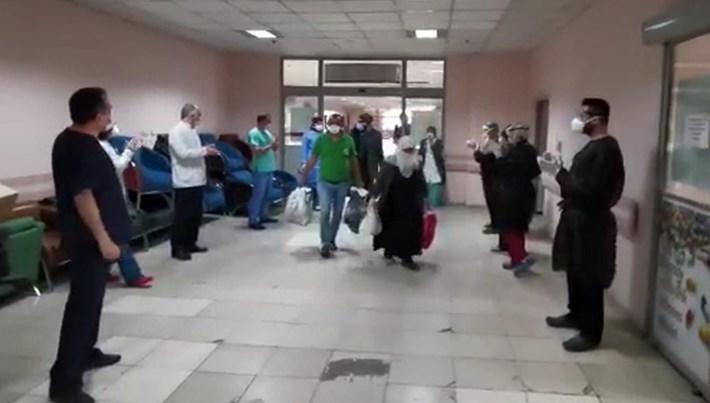 Erzurum'da corona virüs tedavisi bitenleri alkışlarla taburcu ettiler