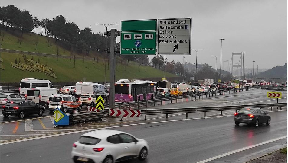 FSM'de trafiği kilitleyen kaza