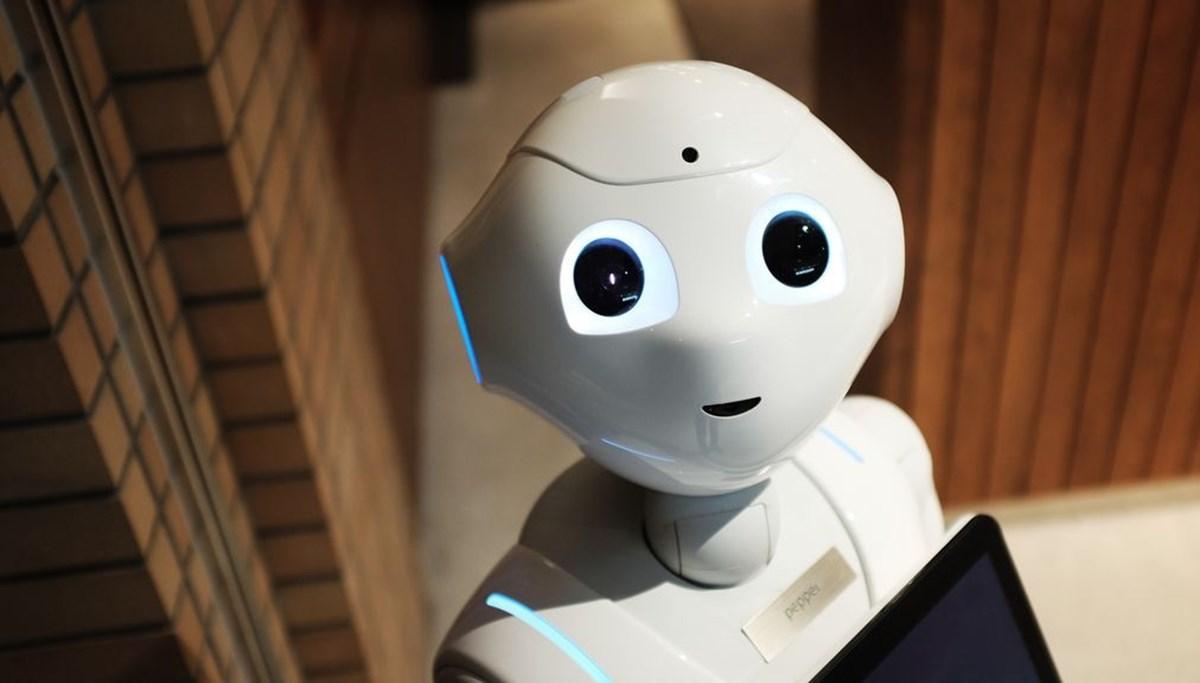 Japonya'da maske takmayanları ve sosyal mesafe uymayanları tespit eden robot mağazalarda görev yapmaya başladı