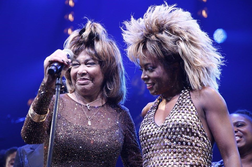 Tina Turner ve Adrienne Warren