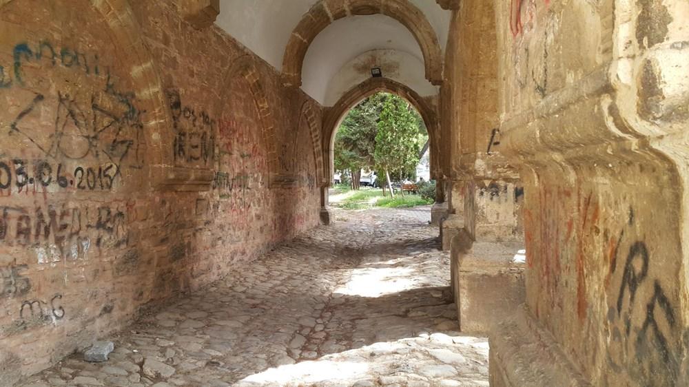 Tarihi Cihanoğlu Külliyesi'nin duvarlarına yazı yazılmasına tepki - 11