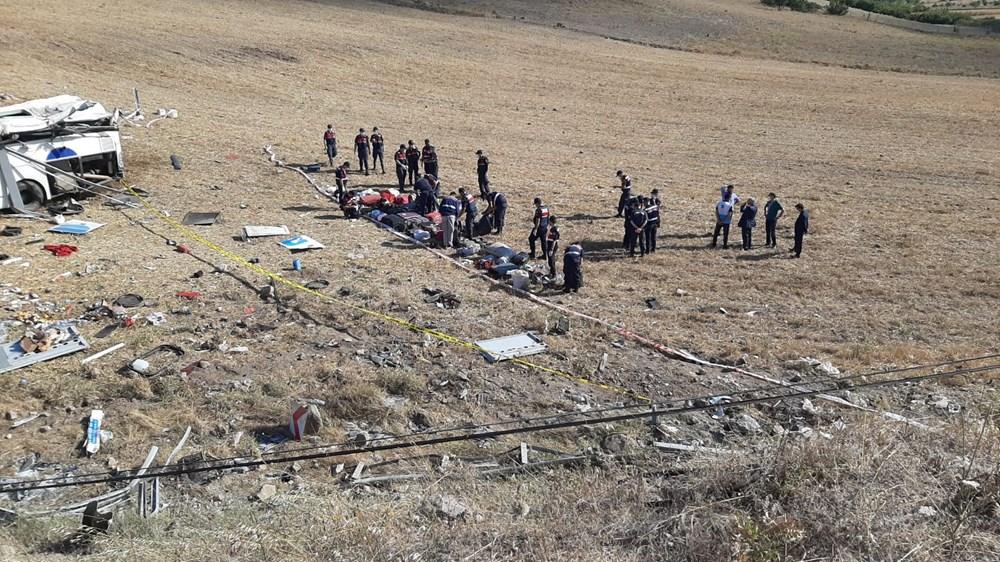 Balıkesir'de yolcu otobüsü devrildi: 15 kişi hayatını kaybetti - 18