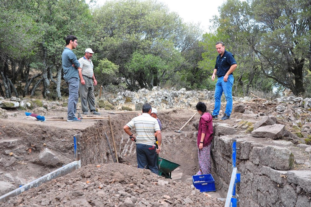 Aigai'deki kazılarda 2 bin yıllık Roma Yolu bulundu - 2