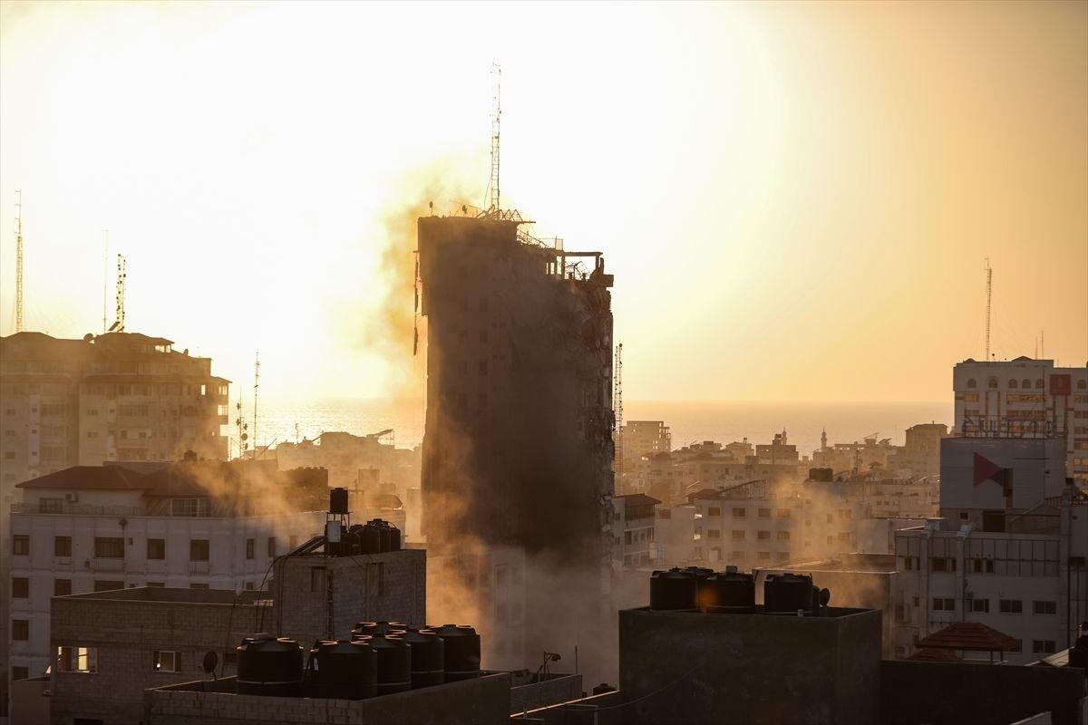 İsrail, Gazze'de sivillerin bulunduğu 14 katlı binayı vurdu