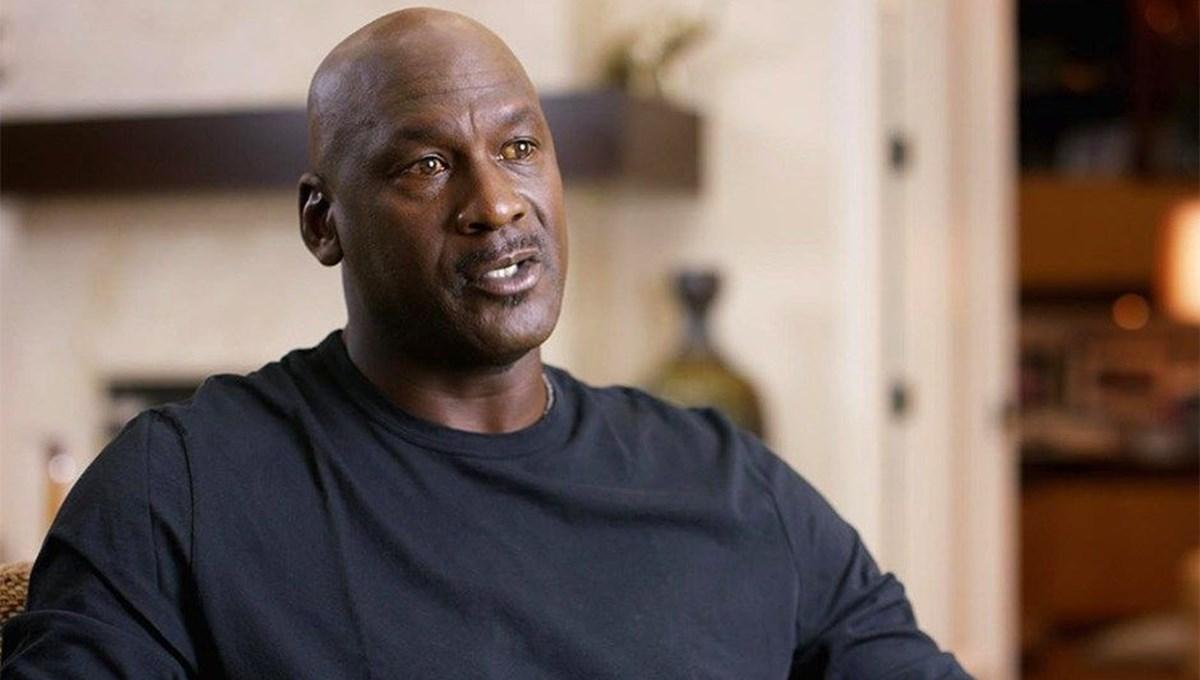 Michael Jordan'ın üniversitede giydiğiforma 1,38 milyon dolara satıldı