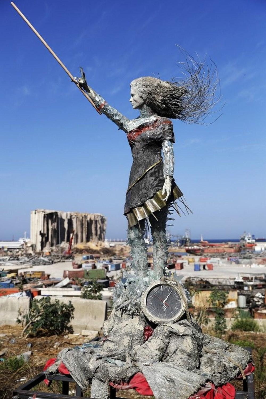 Beyrut Limanı'na patlamanın anısına kırık cam ve moloz yığınlarından heykel dikildi - 3