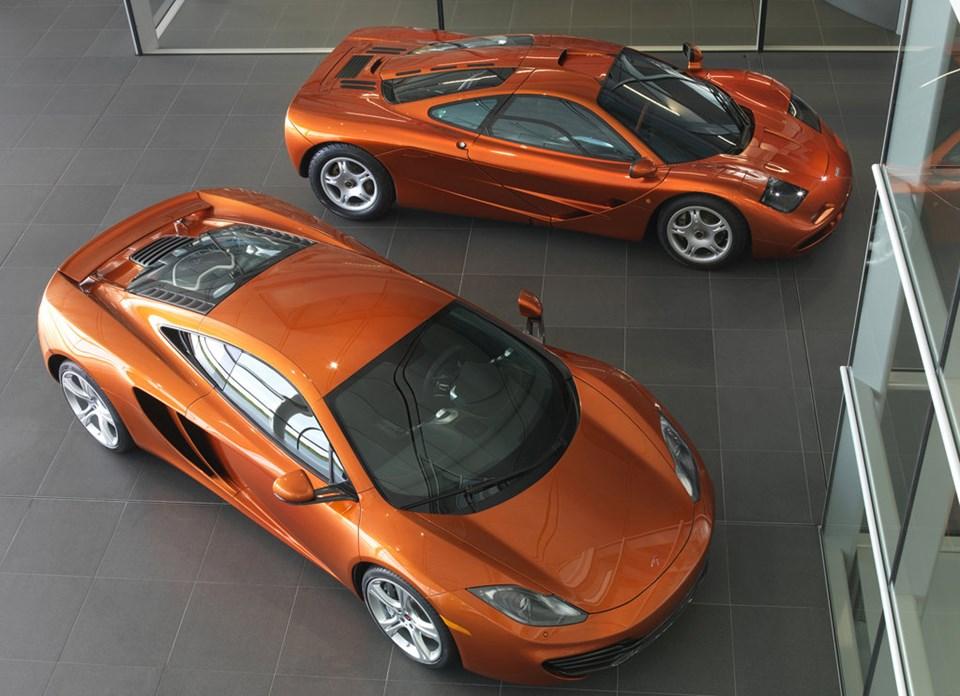 McLaren F1 (üstte) ve McLaren MP4-12C